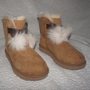 UGG Women's Gita Pom-Pom Boot Chestnut Color